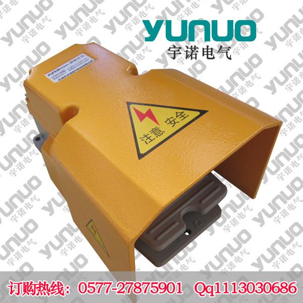 LTH1/6脚踏开关  LTH脚踏开关 LTH1/6脚踏开关适用于交流50Hz,电压AC380V,DC220V,电流15A的电路中,用来频繁地接通和分断有载电路。 产品特征: 用来频繁地接通和分断有载电路; 根据所配备行程开关,可具有触点自锁功能,通过操动踏板使触点锁定,通过第二次操动踏板使触点解锁,达到OFF-ON-OFF的交替或启/停操作方式; 踏板防滑设计,使操作更加的有效、方便、安全; 采用了双重硅橡胶垫片,使防水等级可达到IP67,从而确保了较高的可靠性及安全性,采用限位开关动作方式实现高