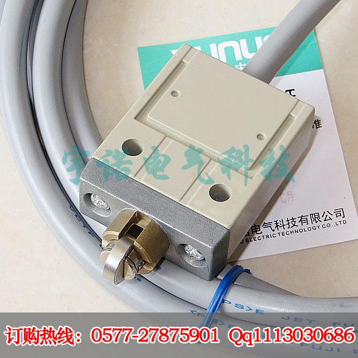 YN-3103-FS防水行程限位开关 YN-3103-FS内置原装欧姆龙微动开关,标配三米防腐耐油软线,YN-3103-FS是在天得TZ-3103和欧姆龙D4C-1503的基础上改进来的一款防水行程限位开关,性能可以和国外产品现媲美而价格只有国外同类产品的三分之一 YN-3103-FS美图鉴赏:    YN-3103-FS防水行程开关安装尺寸:
